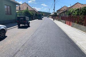 Lucrările de asfaltare pe strada Șt. Bathory au fost finalizate